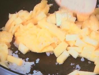 カレー風味のえび春巻き&ささ身せんべいマンゴーソース