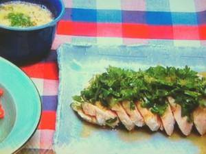 大倉忠義さんの鶏パク(茹で鶏のパクチー和え)&ゴータマのプースー(かきたまスープ)
