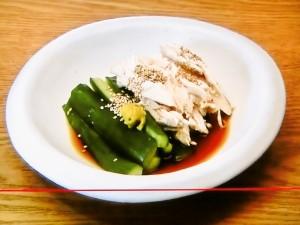 たたききゅうりとゆで鶏の辛子酢和え
