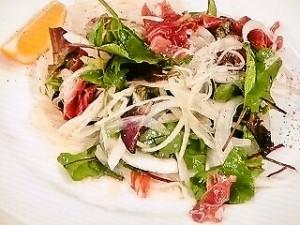 生ハムとベビーリーフのサラダ麺