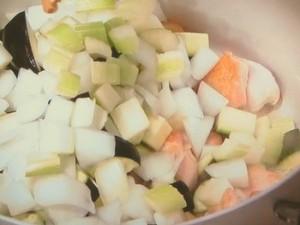 夏野菜とチキンのスープ ライム風味