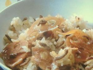 れんこんと豚ひき肉の混ぜご飯