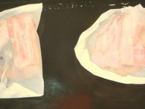 鶏の紙包み焼き~サラダ菜とグリンピースの煮物添え