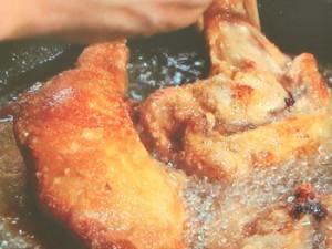 しょうゆ味のフライドチキン