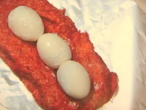 ゆで卵入りミートローフ