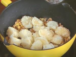 ブロッコリーとポテトのニンニクきのこソース