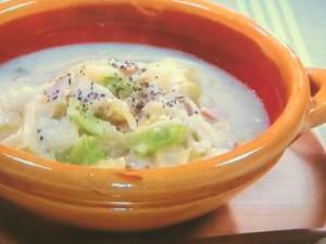 キャベツとジャガイモの豆乳シチュー