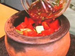 ギュベッチ 鶏肉と夏野菜のオリーブオイル蒸し煮