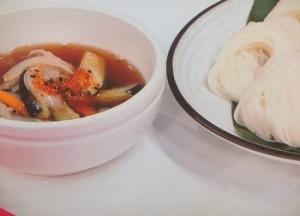 温かいつけ汁で食べる素麺