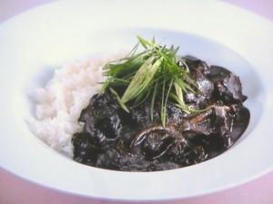 牛すじ肉の黒ごまカレー