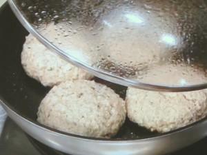 きのこと豆腐のハンバーグ あおさソース