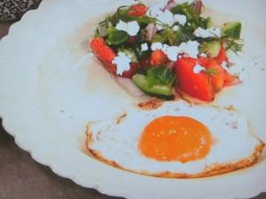 カリカリとろ~り目玉焼き&ザクッと!刻み野菜のサラダ