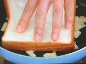 フライパンで!チーズトースト