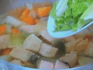 塩鮭と野菜の汁もの