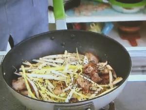 もこみち流 豚と黄ニラの中華風スタミナ炒め丼