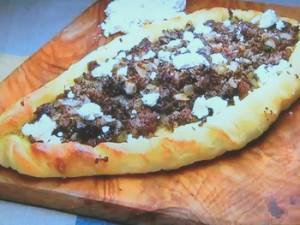 もこみち流 牛ひき肉のピデ(ピザ)