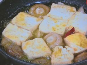 豆腐ときのこのアヒージョ