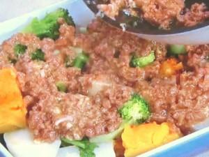 蒸し野菜の肉みそ焼き