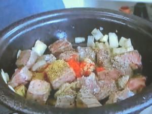 もこみち流 モロッコ風牛肉の卵とじ
