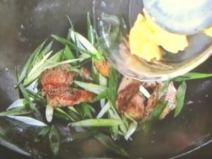 豚肉と卵のハーブ炒め