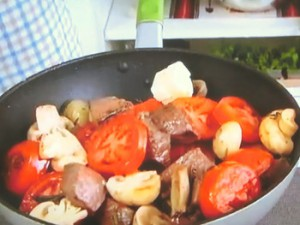 もこみち流 牛肉とマッシュルームとトマトのバルサミコソテー