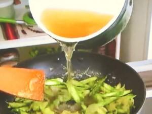 もこみち流 アスパラガスのスープ~ベーコン・ポーチドエッグのせ