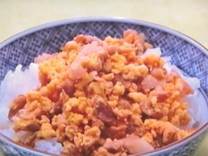 こま切れ肉の炒り卵