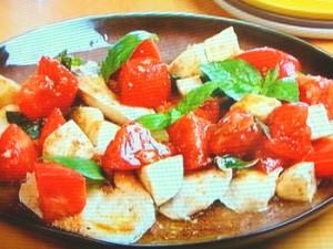 鶏胸肉のソテー カプレーゼソース
