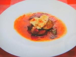 もこみち流 なすとズッキーニのビーフスープ 〜焼きカマンベールのせ