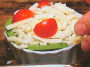 アボカドと豆腐のジェノベーゼソースチーズ焼き