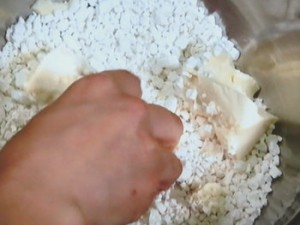 豆腐入り2色白玉の冷しるこ