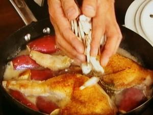 骨付き鶏もも肉の白ワインハーブ煮