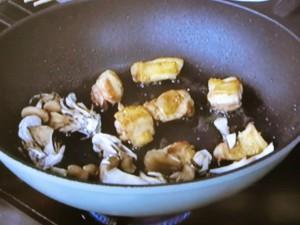 鶏肉とアボカドの焼きうどん