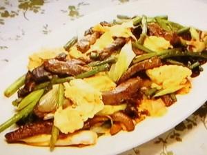 もこみち流 牛肉とにんにくの芽と卵の豆板醤炒め