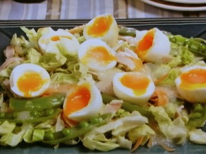 ゆで卵と春キャベツのサラダ