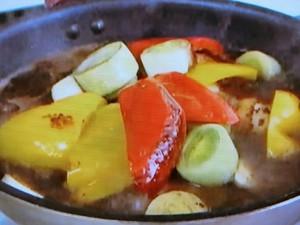 もこみち流 骨付き鶏と2色のパプリカのバルサミコ酢煮