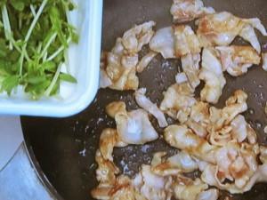豆苗と豚肉のたくあん炒め