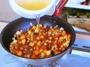 もこみち流 牛ひき肉と豆のスープ~アボカドぺーストのせ