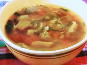 トマトと舞茸のにんにくスープ