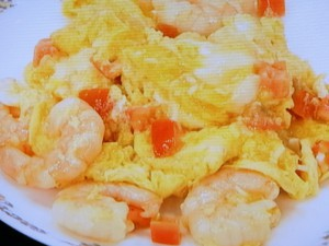 えびとトマトのふわふわ卵炒め