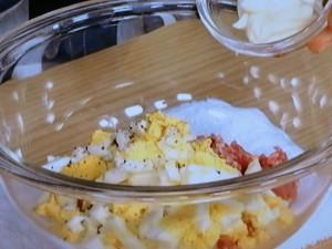 ゆで卵と豚ひき肉のマヨギョーザ