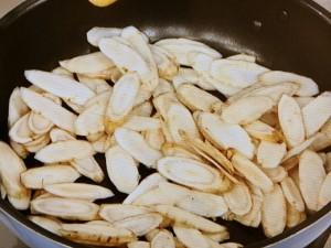 こってり旨☆豚肉とごぼうの味噌マヨ炒め