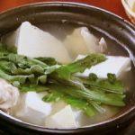 骨付き鶏肉と豆腐の塩鍋