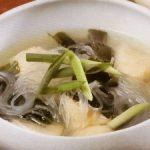 揚げ鶏と春雨のわかめスープ